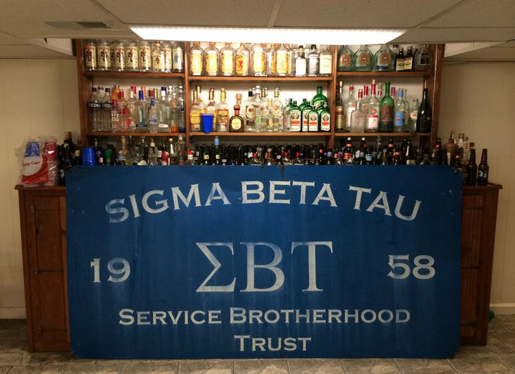 42 Signs You're In A Frat House